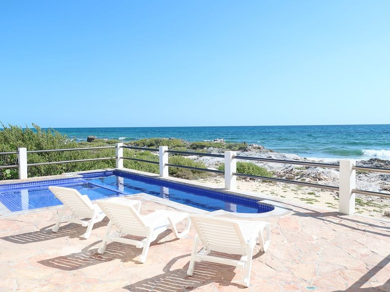Relaxed ocean front luxury home, vacation rental in Playa Mujeres