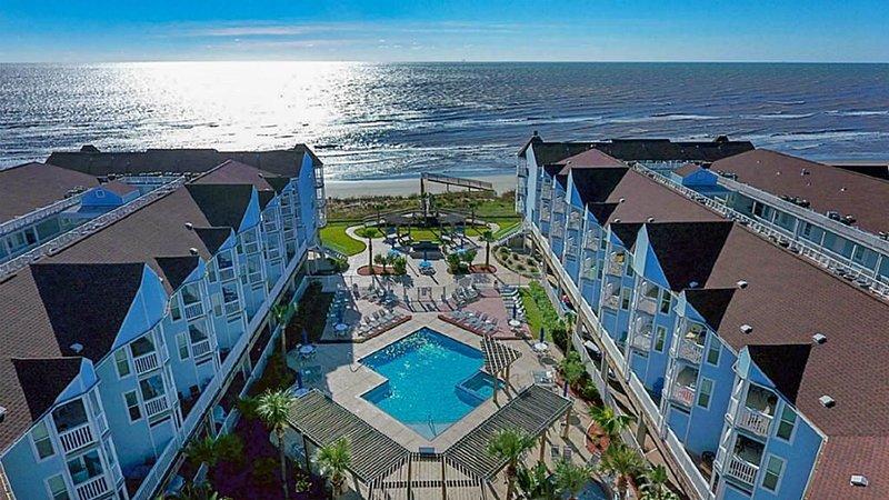 'Island Getaway' Top Floor 1BR condo ON THE BEACH!, holiday rental in Galveston Island