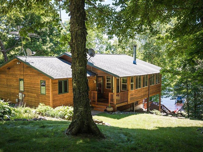 Hayward, WI Lake Cabin - On Nelson Lake; 10 minutes from Hayward, casa vacanza a Hayward