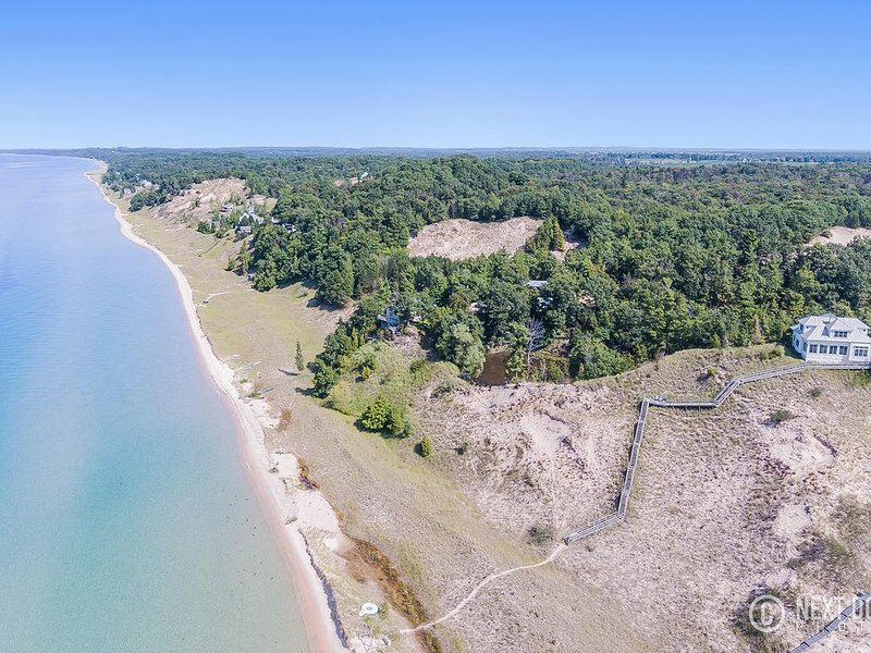 Social Distance Yourself in Style!   Extremely PRIVATE Lake Michigan Home, casa vacanza a Muskegon County