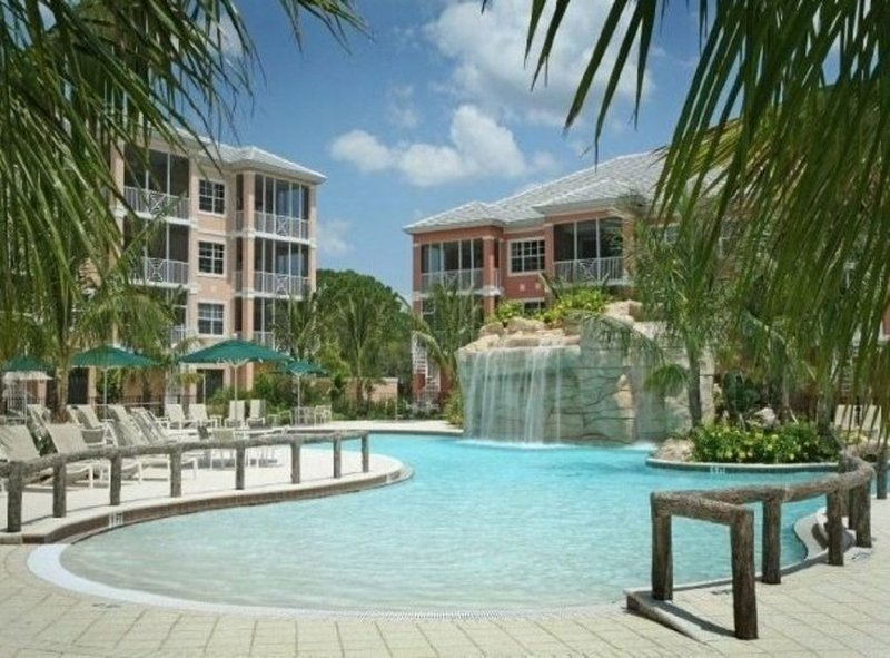 The Sunshine Palace! Our Beaches are Open! Restaurants Open May 1! Book Now!, vacation rental in Bonita Springs