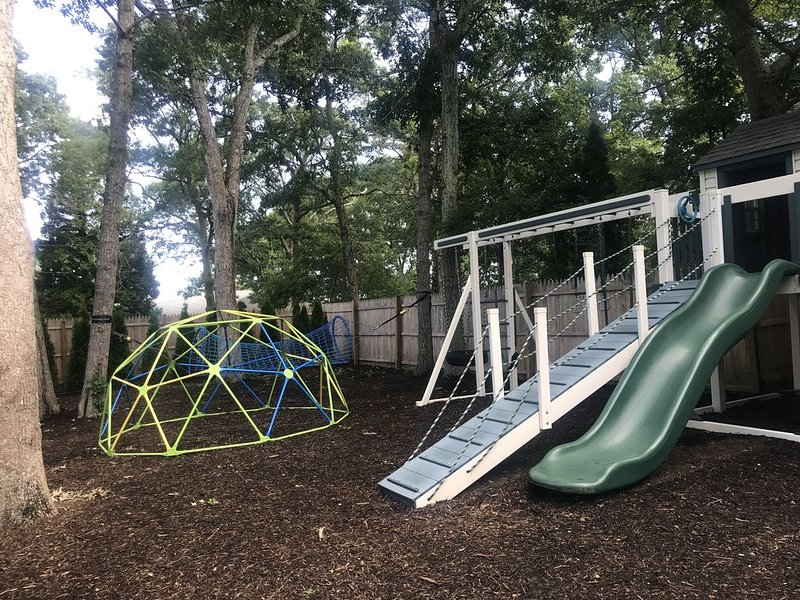 Huge Children's Playground Set, swings and Fenced-in and Heated Pool!, vacation rental in Hampton Bays