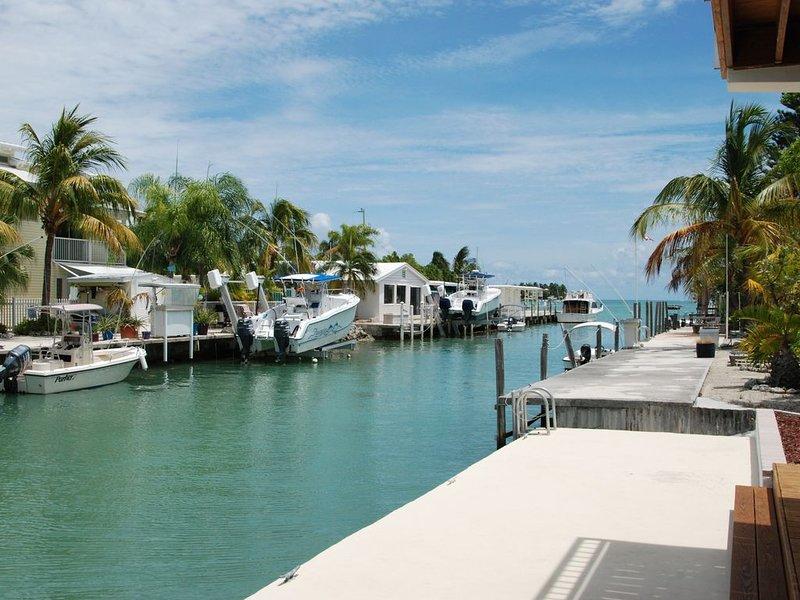 Casa Solis with 30' dock on the ocean side., casa vacanza a Grassy Key