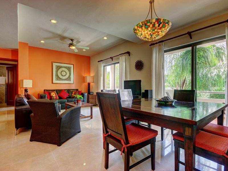 Oceanview 2BR/2BA, 2 Blocks to Beach, Private Roof Terrace, location de vacances à Playa del Carmen