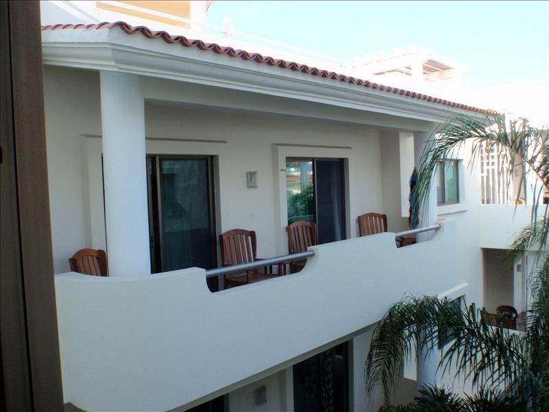 Vista de la unidad de balcón y condominio