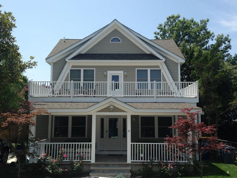 6 Bedroom, 6 1/2 Baths, Front Porch, 2 Balconies and Back Patio, alquiler de vacaciones en Rehoboth Beach