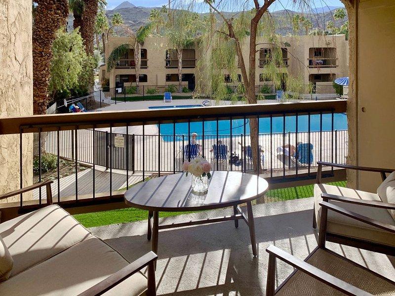 Balcon Vue sur la piscine / montagne