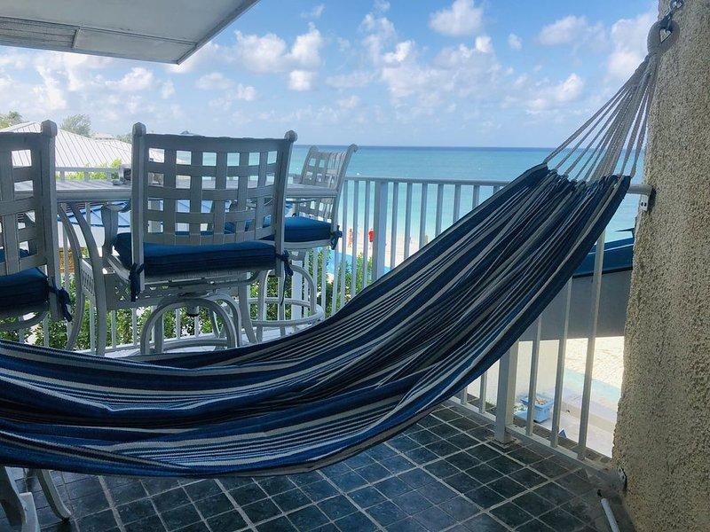 Beachfront - Seven Mile Beach! 3-Bedroom, Double Balcony Condo, Sleeps 6., vakantiewoning in George Town