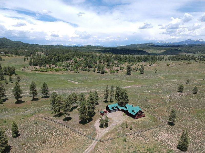 35 PrivateAcres|Panoramic Views|Kid&Dog Friendly|Luxury|Bonfire&S'mores| Sleep 8, alquiler de vacaciones en Pagosa Springs