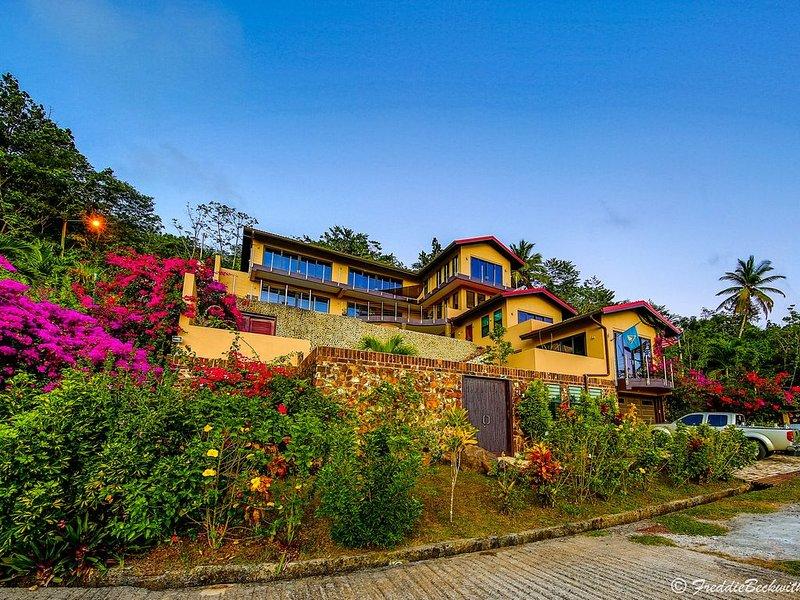 La Gampierre - Beautiful Island Villa, Breathtaking Views, St. Lucia, alquiler de vacaciones en Choiseul