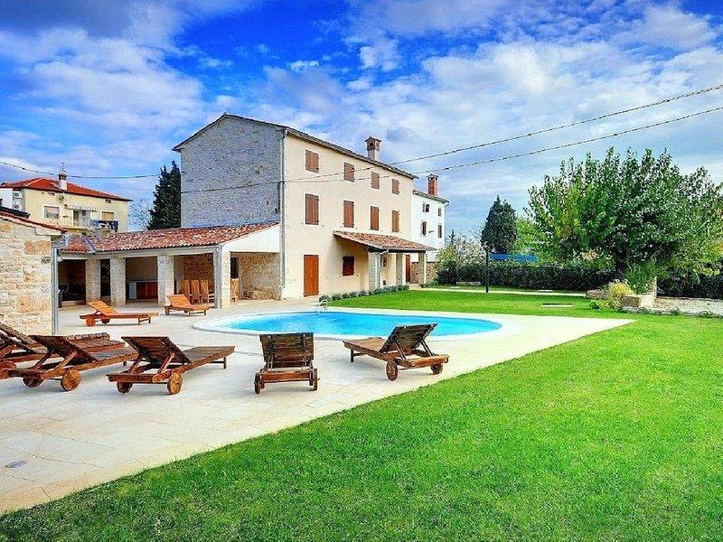 Luxuriöses Anwesen mit Pool für bis zu 10 Personen, vacation rental in Bale