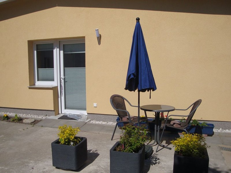 Neues Appartement für Zwei - Klein aber fein, holiday rental in Freest