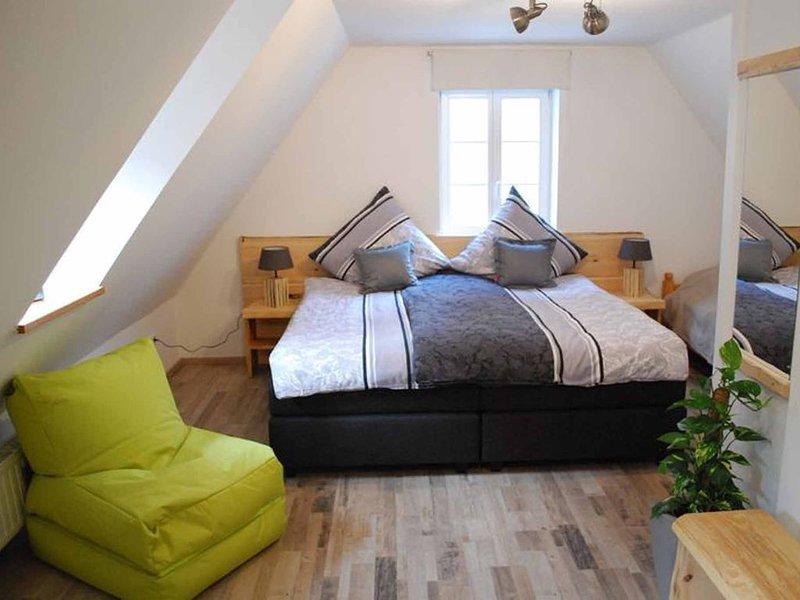 Gemütliches 70qm Ferienhaus, 2-stöckig, mit Vitalsauna + Lichttherapie, holiday rental in Dinkelsbuhl