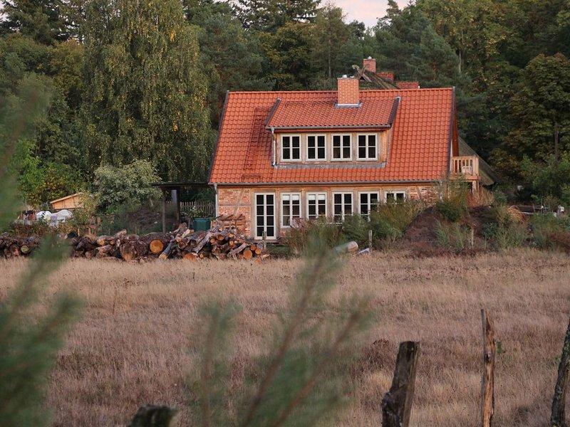 Häuschen mit Ofen und Sauna im Wald!, location de vacances à Wittenberge