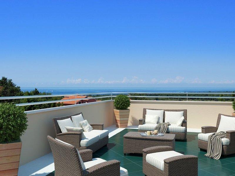 Luxus-Penthouse-4-Sterne-Terrassenwohnung mit Pool und Meerblick, holiday rental in Kukci