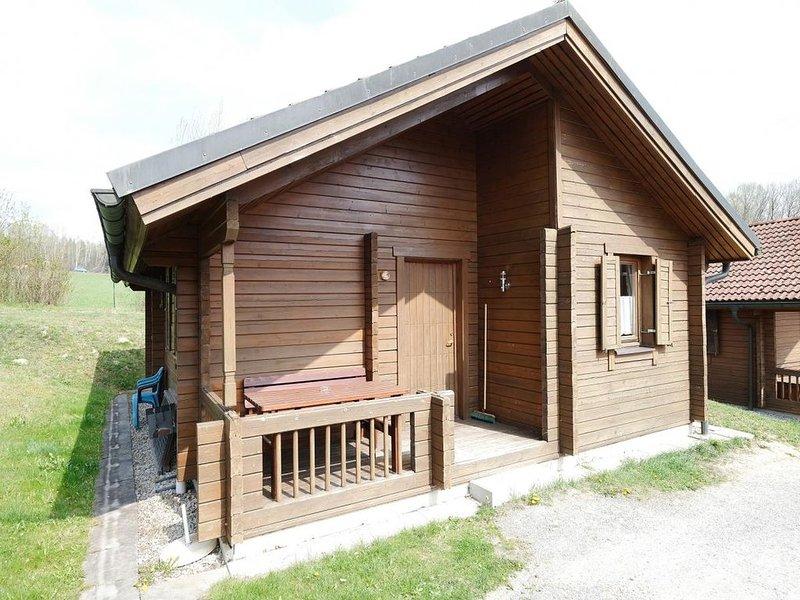 Ferienhaus Jägerpark Viechtach 25, Hallenbad, WLan und Energiekosten inklusive, vacation rental in Bogen