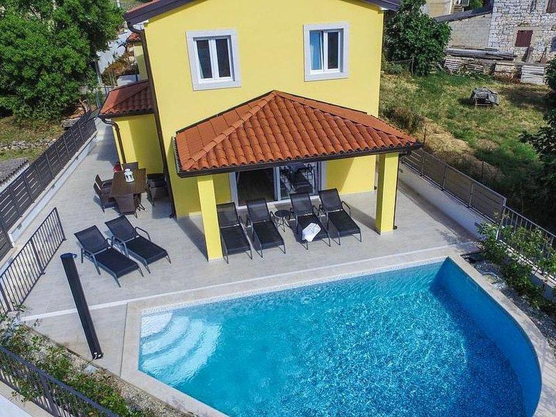 modernes Ferienhaus mit Poos für 8 Personen in Mugeba bei Porec, vacation rental in Porec