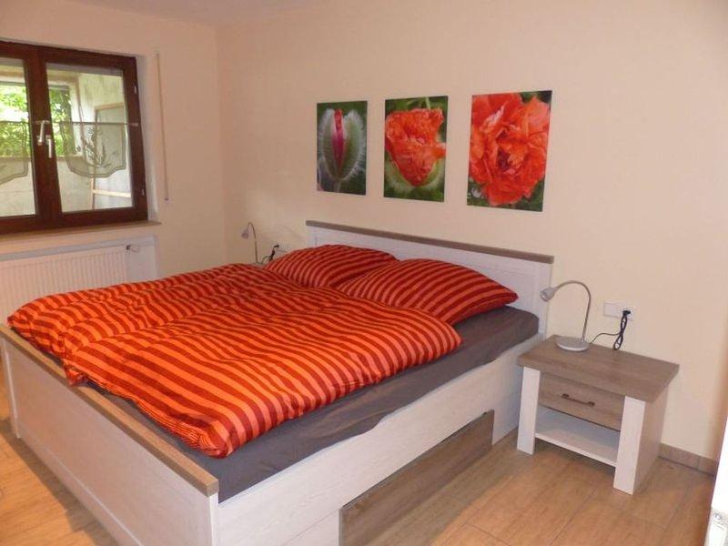 Ferienwohnung, 1 Schlafzimmer mit Terrasse und Garten für max. 2 Personen, casa vacanza a Bad Urach