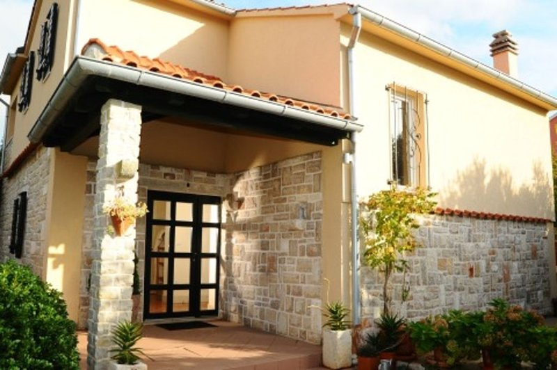 Haus in Murter-Kroatien,familienfreundlich,strandnah,ruhig,free WiFi,bis 6 Pers., vacation rental in Murter