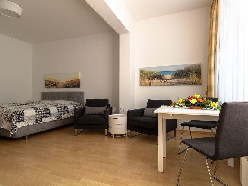 1-Raum Apartment in Toplage, nur 300 m bis zum Strand, holiday rental in Ostseebad Binz