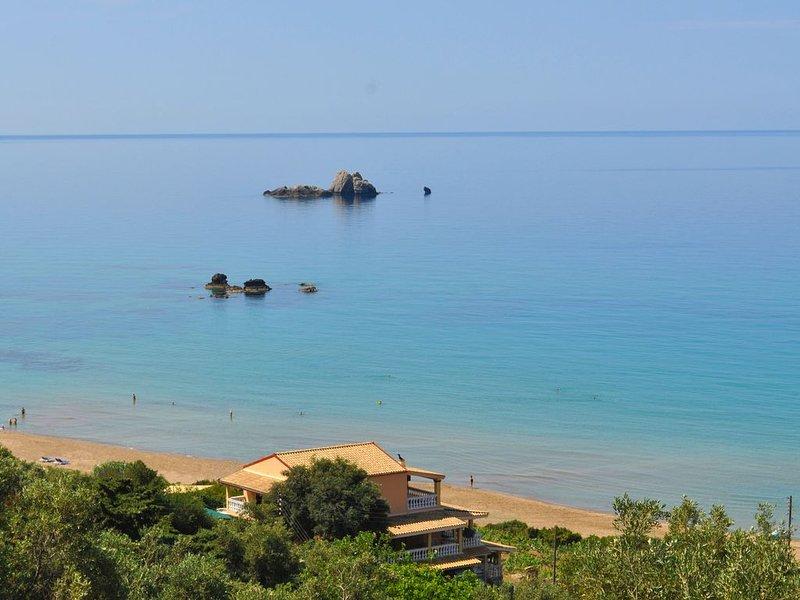 """PELEKAS BEACH (PRAIA KONTOGIALOS) e cottage """"TOLIS"""" diretamente na praia."""