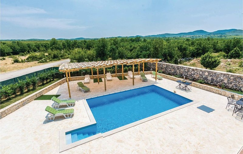 5 Zimmer Unterkunft in Bilisane, aluguéis de temporada em Gracac
