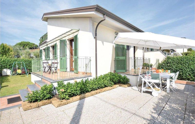 3 Zimmer Unterkunft in Viareggio LU, holiday rental in Torre del Lago Puccini