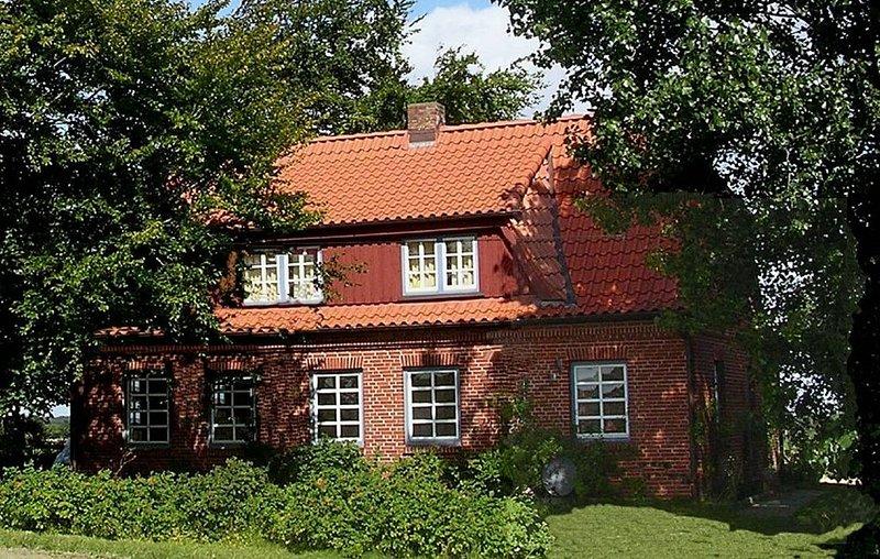 Großzügiges Ferienhaus mit Weitblick über die Ostsee - Alleinlage mit gr.Garten, location de vacances à Westerholz