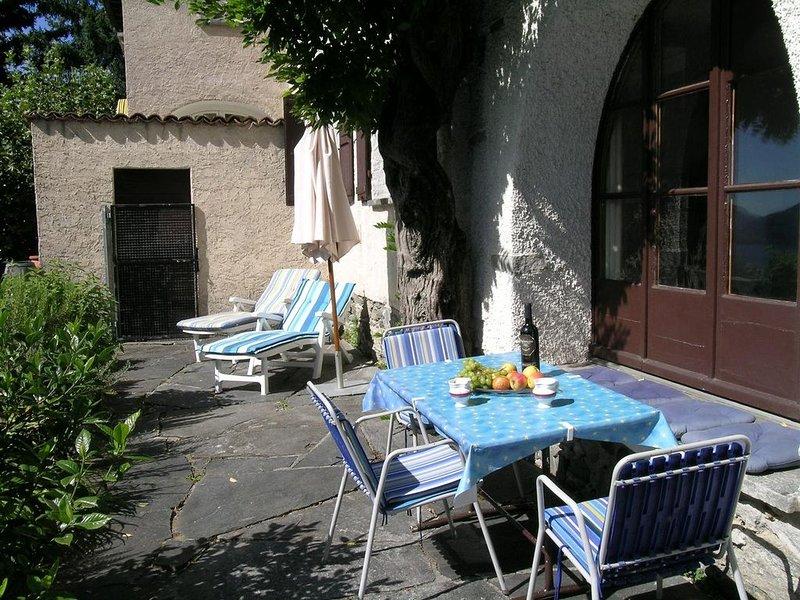 Idyllisches Ferienhaus (Hausteil) an ruhiger, sonniger Lage oberhalb von Locarno, location de vacances à Avegno Gordevio