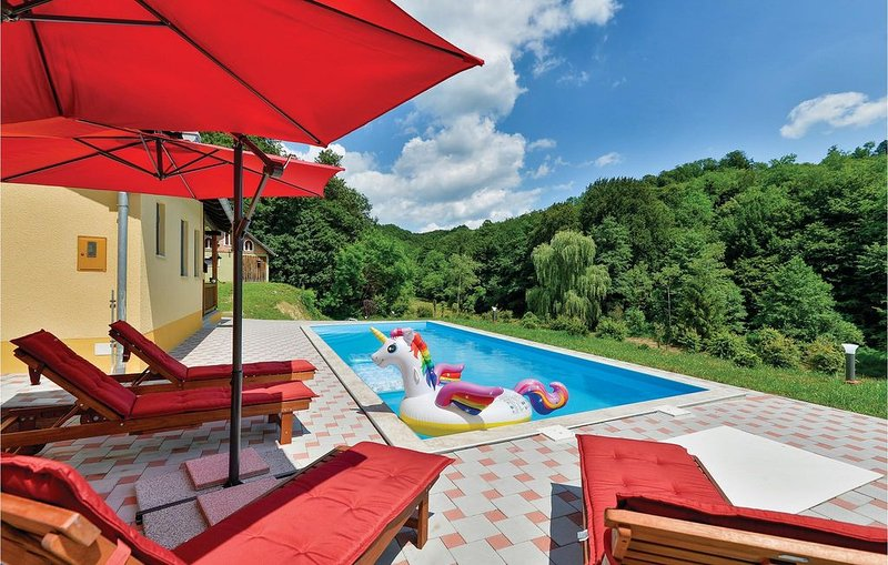 4 Zimmer Unterkunft in Tuhelj, vacation rental in Tuhelj