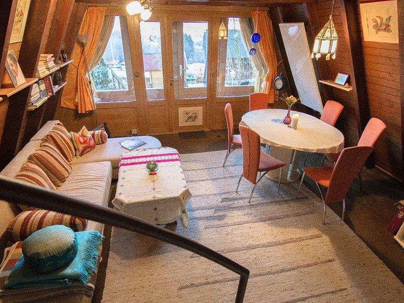 Rustikales 54qm Ferienhäuschen mit Terrasse und Liegewiese, alquiler de vacaciones en Strazny