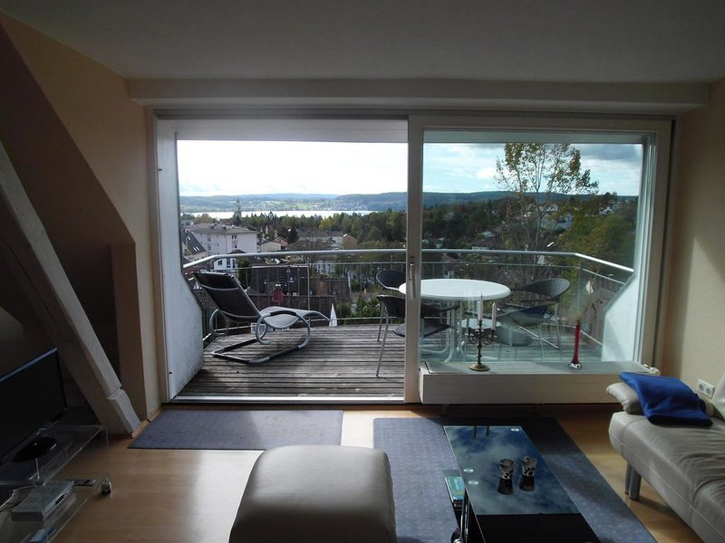 Haus Sonnenschein in Überlingen mit Blick auf den Bodensee und die Berge., casa vacanza a Überlingen