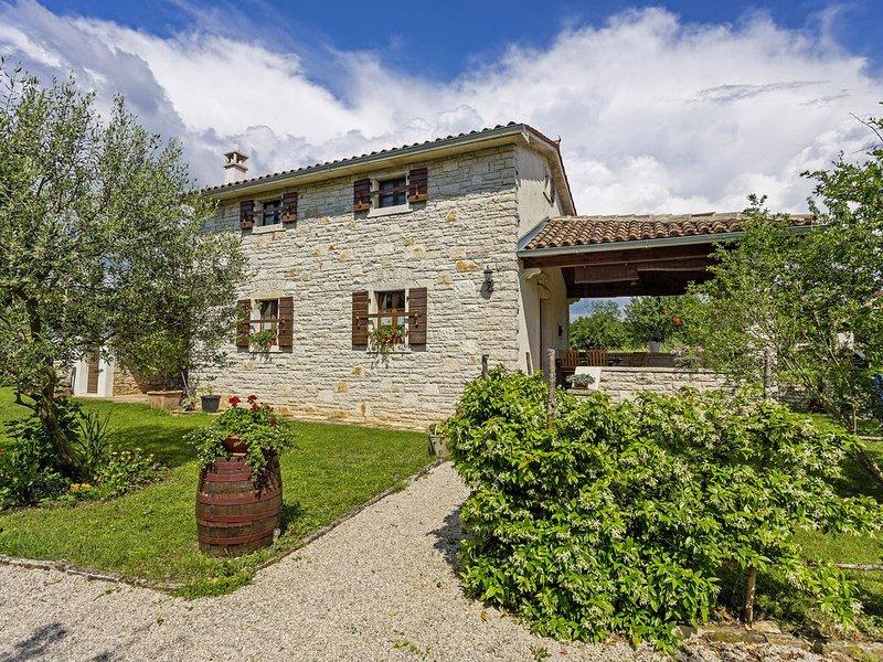 Ferienhaus Galant * eingezäunter Garten, Terrasse, Grill, WLAN, holiday rental in Prkacini