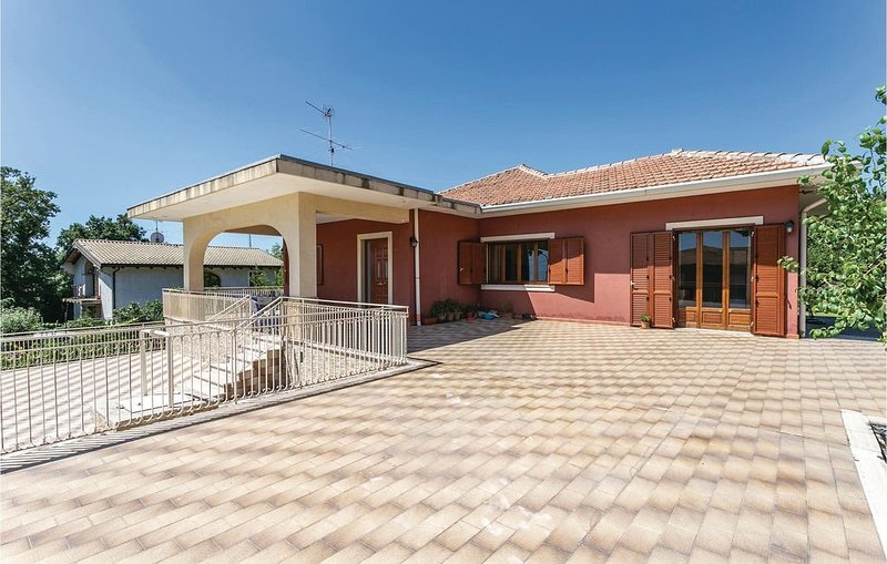 3 Zimmer Unterkunft in Zafferana Etnea, holiday rental in Pennisi