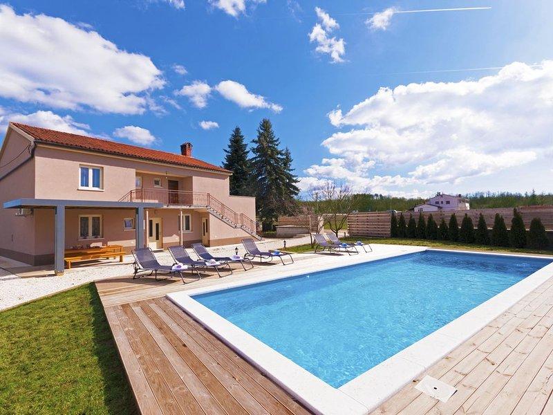Großen privaten Pool in einem lauschigen Garten, holiday rental in Sveti Petar u Sumi