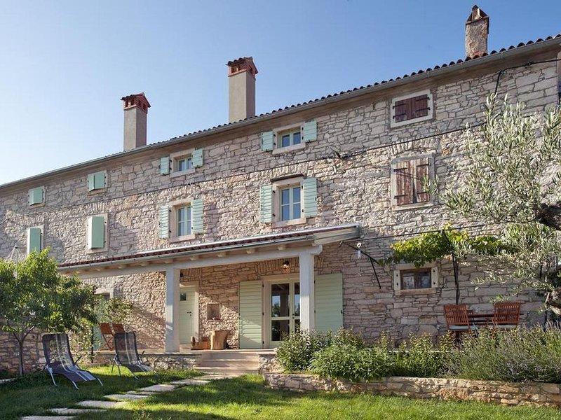 Liebevoll restauriertes Steinhaus bei Rovinj für 4 Personen, holiday rental in Rovinjsko Selo