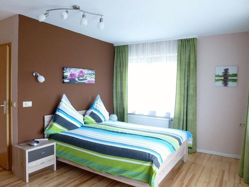 Gemütliche Wohnung mit Balkon, holiday rental in Neuerburg