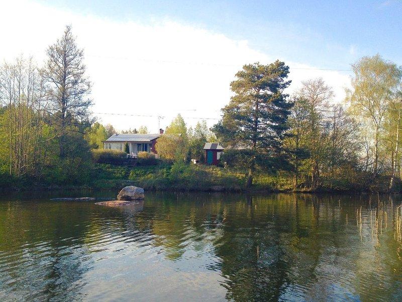 Charmantes Häuschen mit Komfort in traumhafter Lage direkt am See, alquiler vacacional en Varmland County
