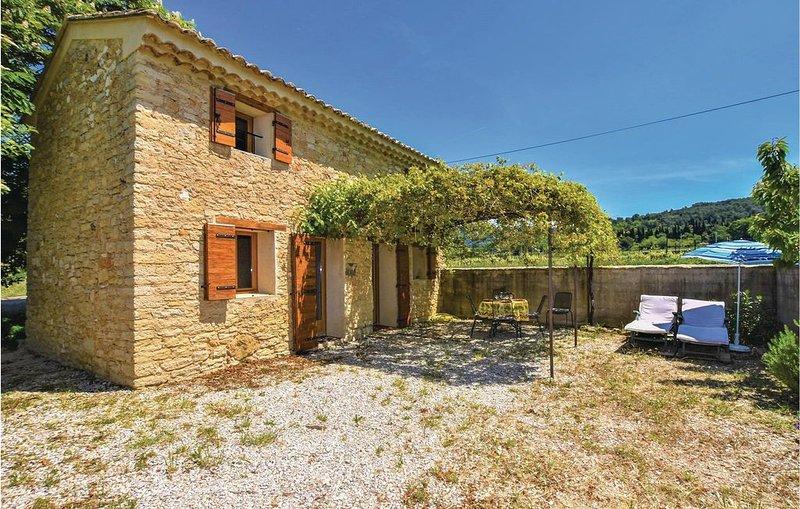 2 Zimmer Unterkunft in Le Barroux, holiday rental in Le Barroux