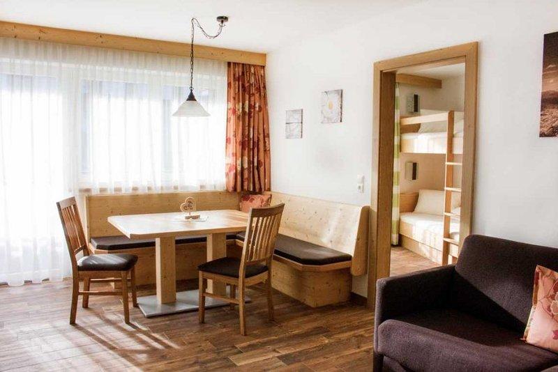 Schönes - helles Nichtraucherapartment in ruhiger und sonniger Lage am Waldrand, alquiler vacacional en Hippach