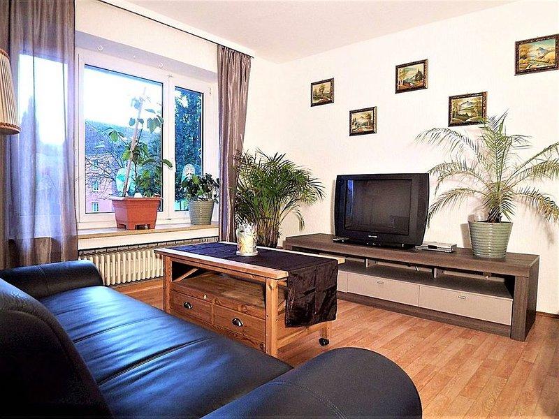 Ferienwohnung Stela, 70qm, Balkon, 3 Schlafzimmer, max. 5 Personen, holiday rental in Eichenberg