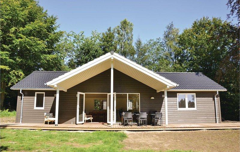 3 Zimmer Unterkunft in Tikøb – semesterbostad i Hornbaek