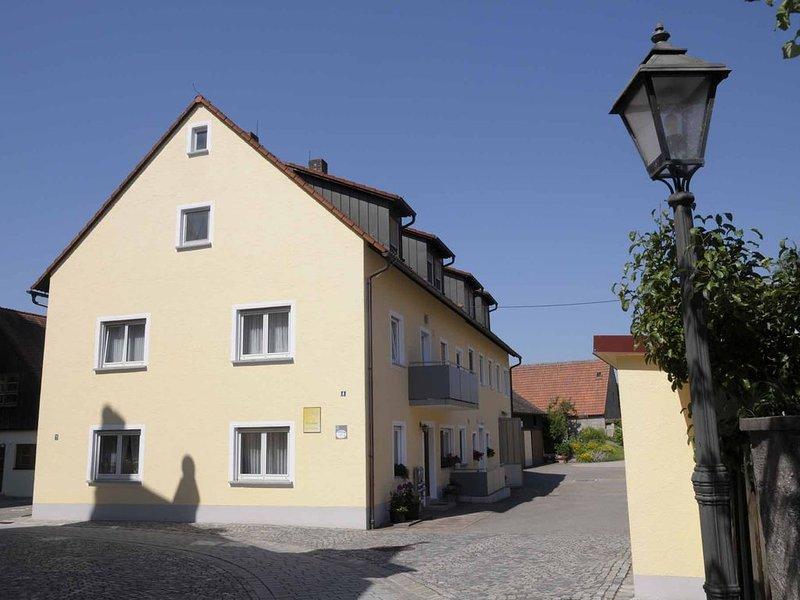 45qm-große Ferienwohnung mit Gartenhaus und Grillmöglichkeiten, vacation rental in Zandt