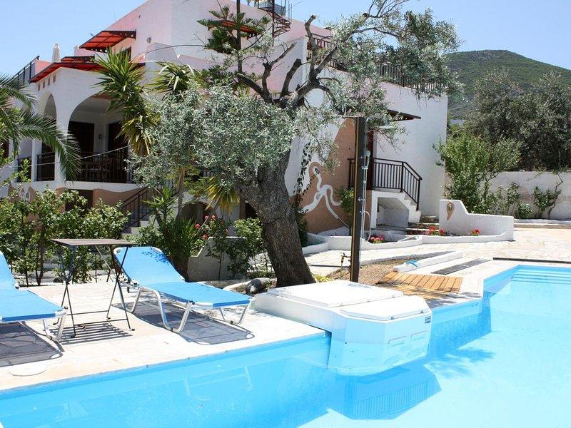 Traumhafter Ausblick aufs Meer, große Terrasse, Pool, Wifi | Ferienhaus Arkadien, location de vacances à Kiveri