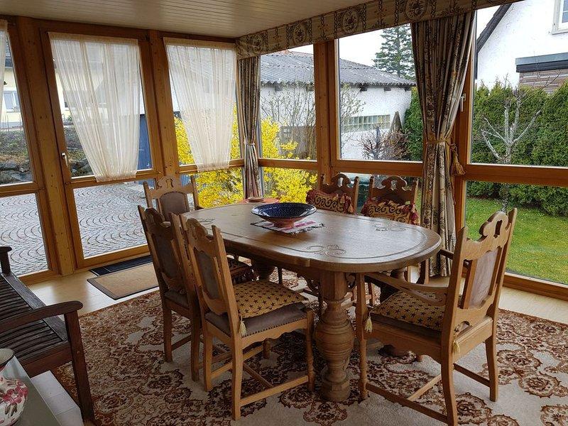 Ferienwohnung Moni, 90qm, 1 Schlafzimmer, 1 Wohn-/Schlafzimmer, Wintergarten, ma, holiday rental in Canton of Schaffhausen