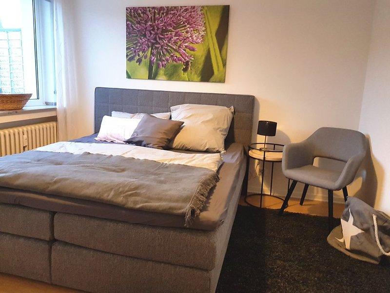 Neues, stilvolles, ruhiges Apartment - schnell am Flughafen & Messe, holiday rental in Düsseldorf