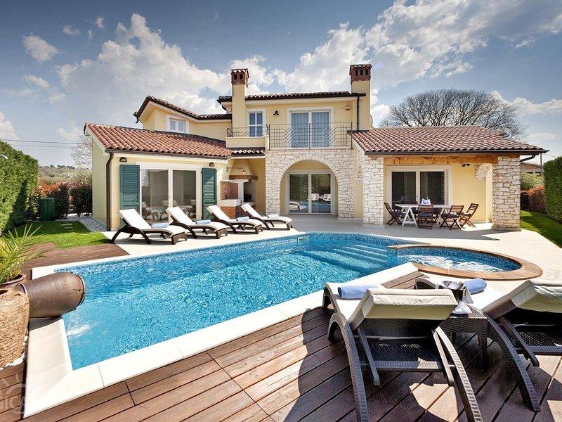 neue Villa mit Pool in Labinci, nur 10 Min. von Porec entfernt, holiday rental in Kastelir