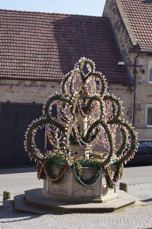 Speiersgassenbrunnen in the Easter decorations