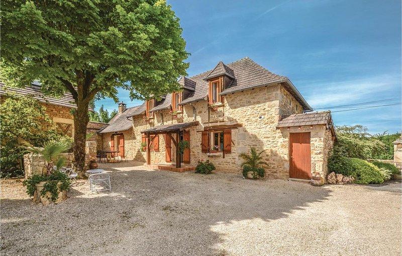 3 Zimmer Unterkunft in Terrasspn-Lavilledieu, holiday rental in Brignac-la-Plaine