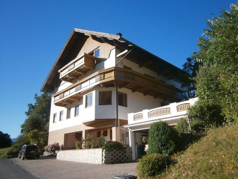 Alpenrose, Fam.Freundl. 73 m2 Fewo,in idyllischer Lage,WLAN,nähe Presseggersee, holiday rental in Kreuzen